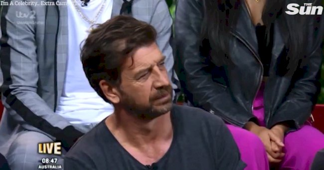 I'm A Celebrity's Nick Knowles looks mutinous and doesn't laugh as Joel Dommett makes a joke about his budgiesmugglers todaynews.news/2018/12/10/im-…