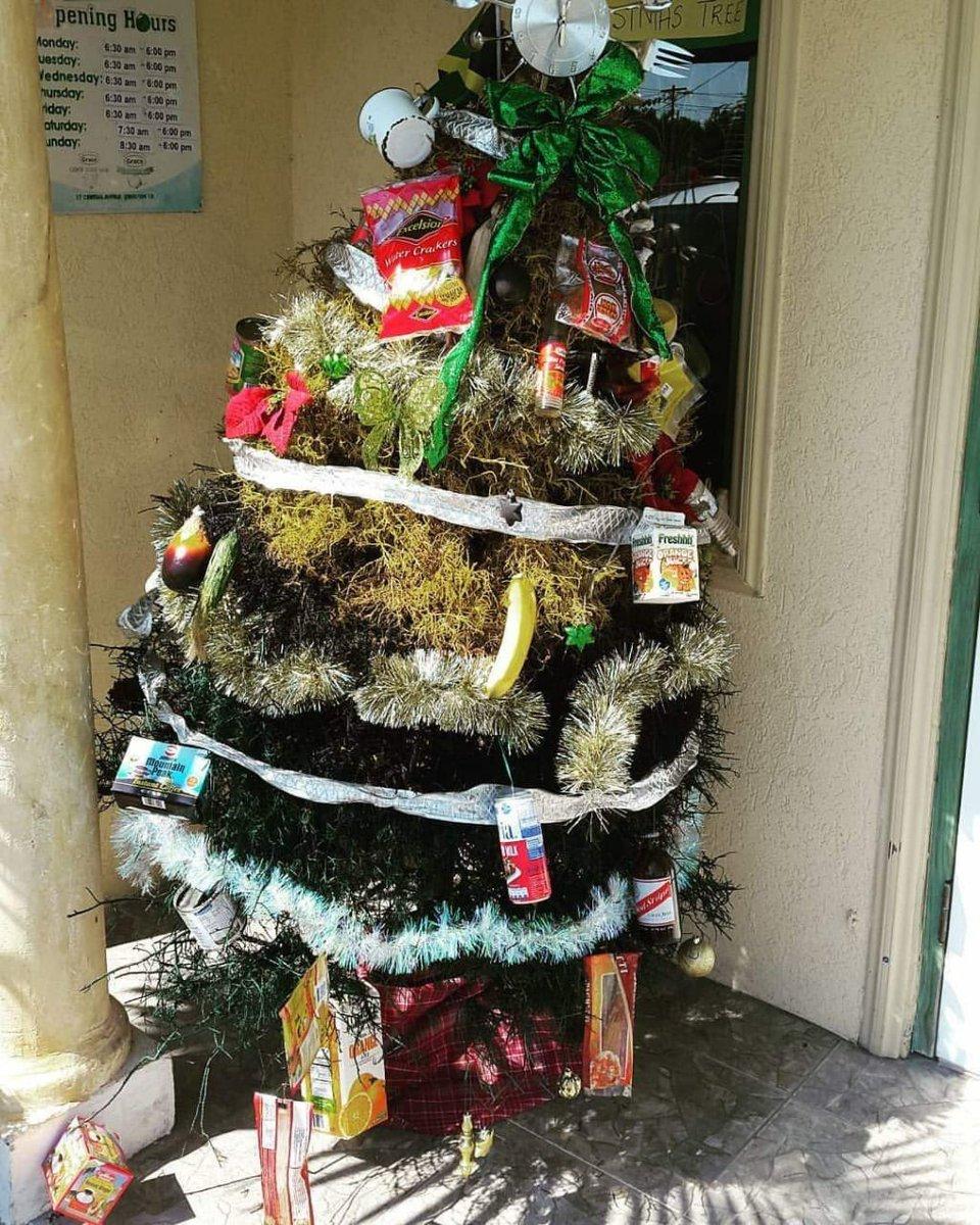 "IRISHANDCHIN.COM on Twitter: ""A foofah Jamaican Christmas tree dis?"