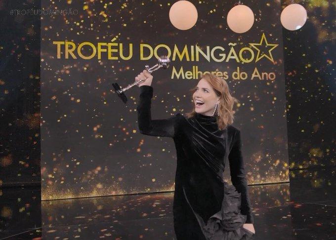 Letícia Colin pegando seu troféu atrasado pelo incrível papel de Leopoldina em #NovoMundo #melhoresdoano Foto