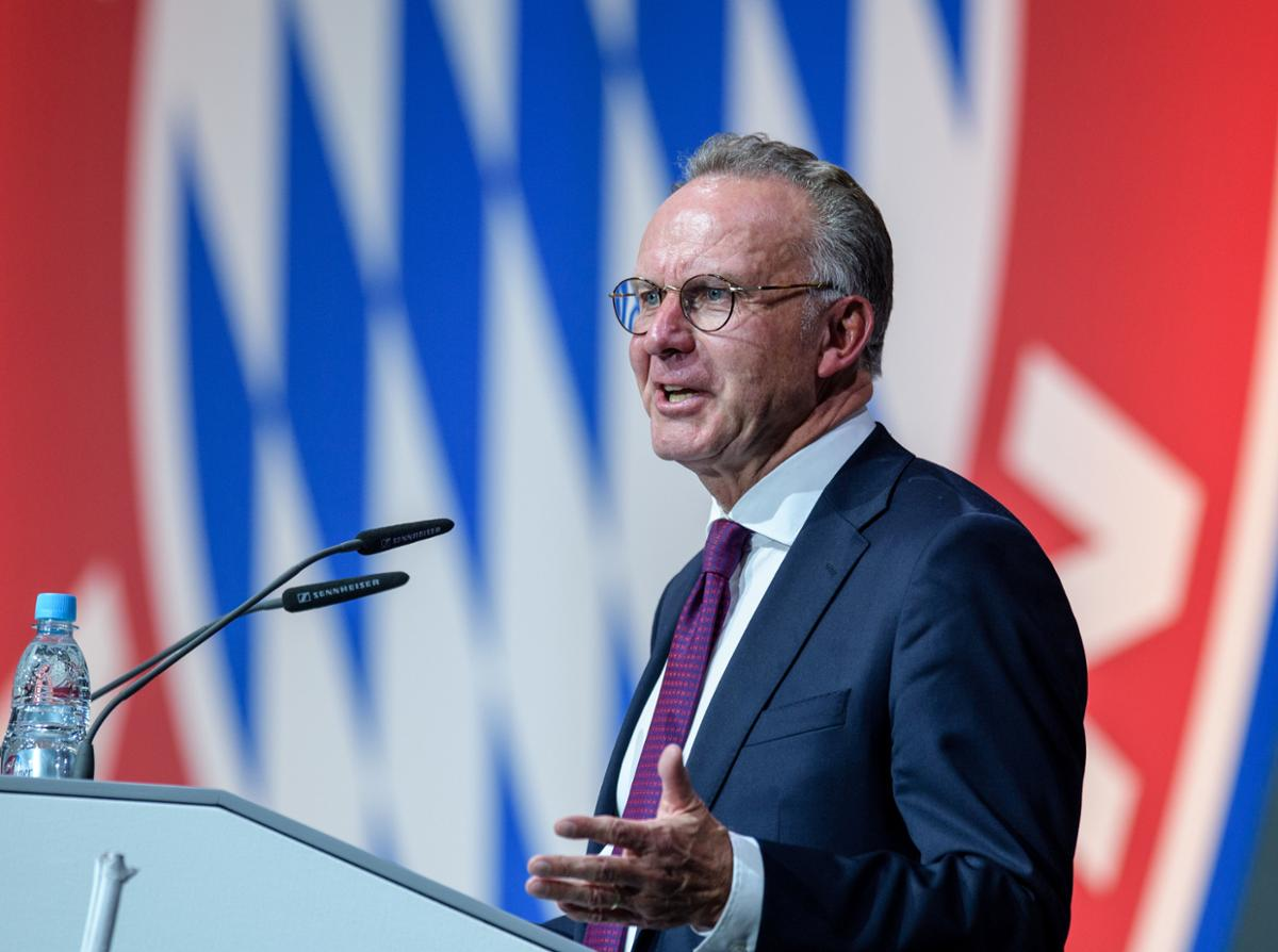 Rummenigge addressed the team during the Christmas party on Saturday night: &quot;We have two weeks left.Listen, lads!Four games, ideally you win all four.Then we have a merry Christmas, a happy new year - and let&#39;s see what else is possible on the pitch next year.&quot; [TZ] <br>http://pic.twitter.com/Y7acHsKHFH