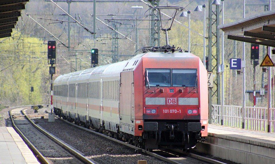 🔴 INFO - #Allemagne: L'ensemble des grandes lignes interrompues à cause d'une grève des cheminots (Deutsche Bahn).'