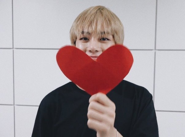 My dear @Taeholic_V nim congratssss on 200kI&#39;m so happy for you! You deserve every single follower for the hard work you put into your beautiful pictures of Taehyung!Thank you for always supporting Taehyung! I wish you happiness and good healthWith love from Russia <br>http://pic.twitter.com/dRgM4JQOdR