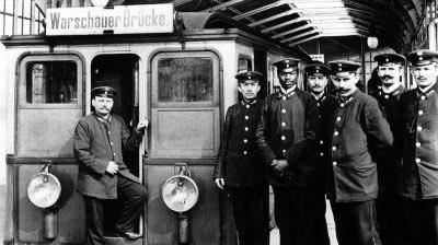 """Heute vor 90 Jahren wurde die """"Berliner Verkehrs-Aktiengesellschaft"""" (BVG) gegründet, um U-Bahn, Bus und Straßenbahn unter dem Dach eines gemeinsamen Betreibers zu vereinigen. So konnte z.B. ein einheitliches Tarifsystem durchgesetzt werden. #berlinfakt"""