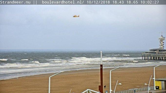 RT @Strandweernu: Zoekactie gestart naar vermiste zwemster tussen havenhoofd en de Pier. https://t.co/zD7xz5bZkS https://t.co/BZkGewmkhT