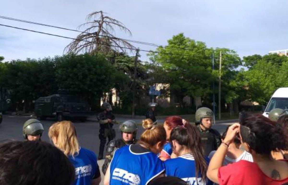 #RíoNegro  | Gendarmería desaloja toma de la universidad en General Roca