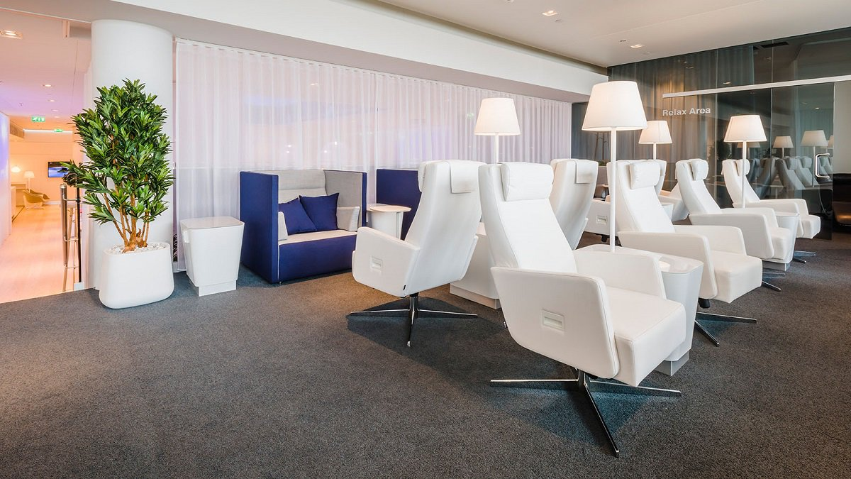 To offer you an even better lounge experience in future, we are renovating and expanding our Non-Schengen lounges until May 2019. This is why we have less seats and limited food and beverage offering. We are sorry for the inconvenience. More info: ow.ly/xbAv30mVAfr