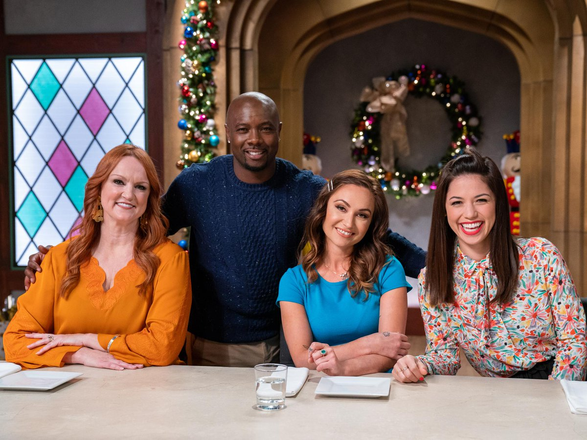 Christmas Cookie Challenge Judges.Food Network On Twitter Tonight Join Host Fitchefeddie
