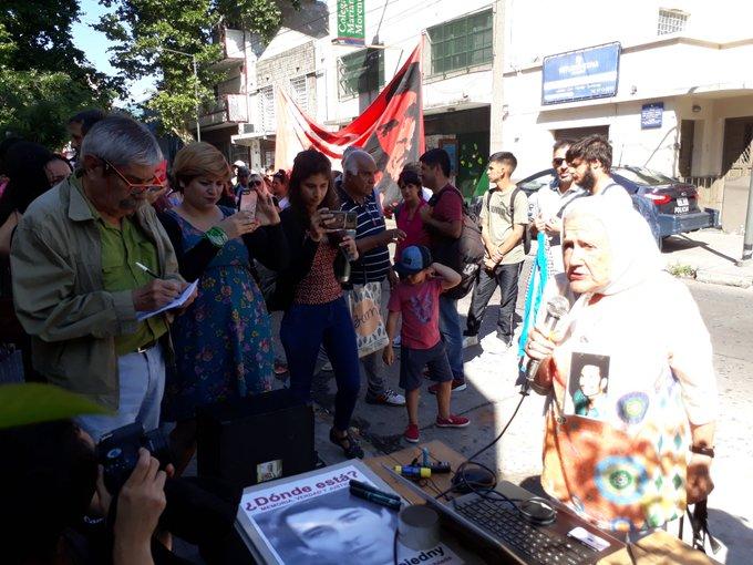 #35AñosDeDemocracia Juicio por los desaparecidos de La Tablada Nora Cortiñas: Quiero escuchar los testimonios hoy, recuerdo de aquella época que se intentó frenar un golpe, espero que haya un juicio justo, sin trampas Foto