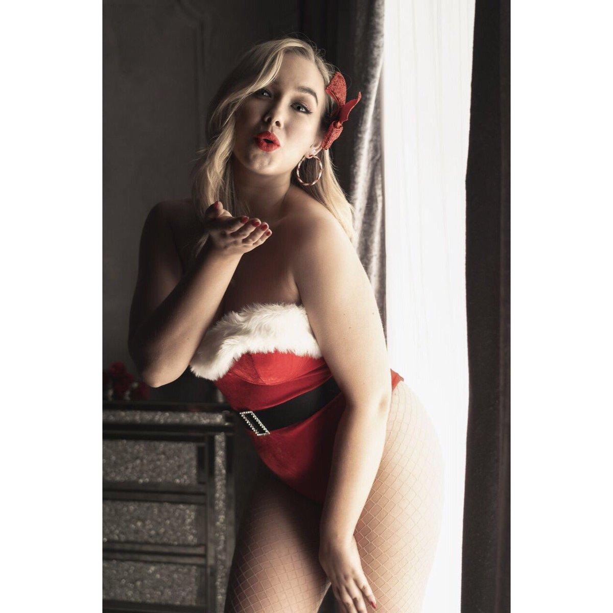 Karma's got a kiss for you 😘 #santa #christmas #stockings #fishnets #bodysuit @annsummers #kisses #karma #love #redlips #blondie #candycane #photographer @evoimages #ukmodel #mua @amandaborgmua