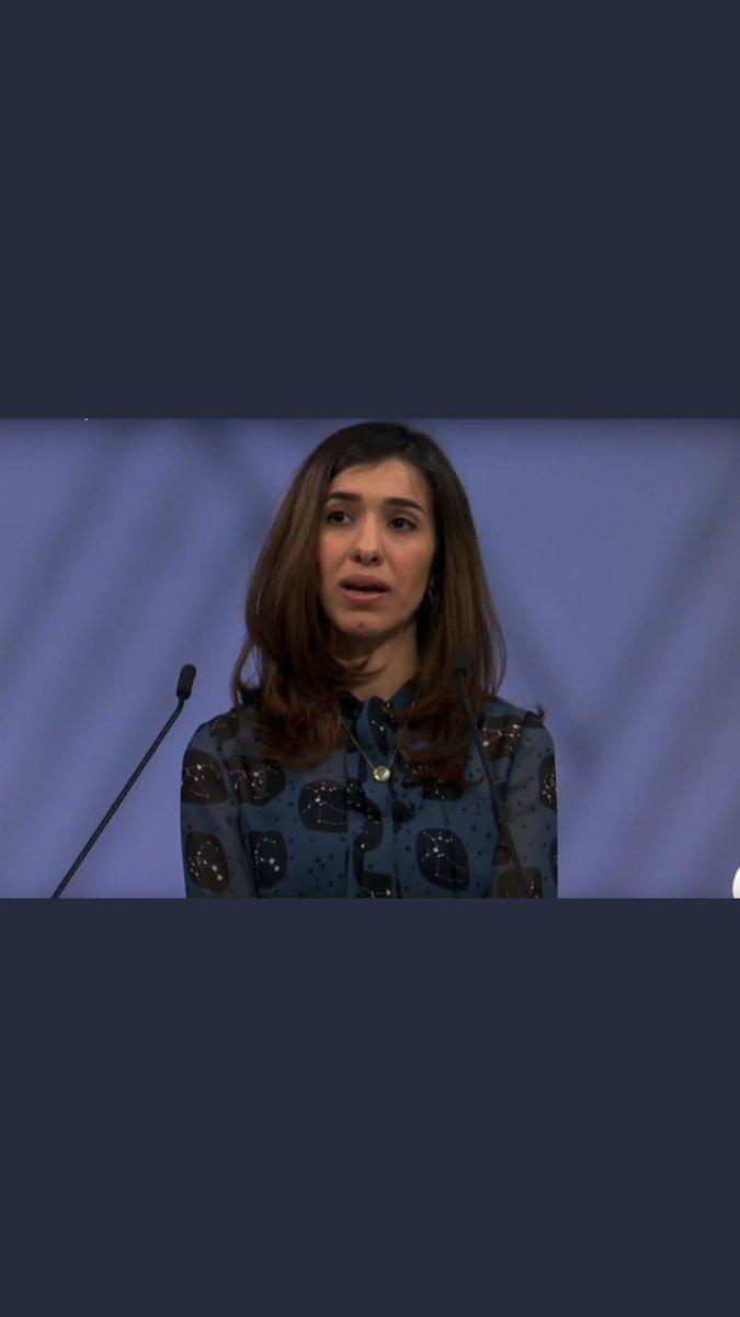 المحامية #أمل_كلوني تبكي خلال استماعها لكلمة #نادية_مراد في مراسم استلامها جائزة نوبل للسلام مناصفة مع الطبيب الكونجولي دينيس ماكويجي .