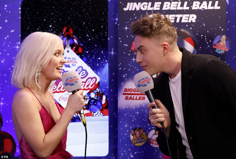 #ZaraLarsson stuns on Capital Jingle Bell Ball Red Carpet, and later shocks Capital FM Host Roman Kemp when she reveals she's not good at finding the right christmas gift for gorgeous boyfriend #BrianHWhittaker!💑🎁🎄🤔 https://t.co/JtJwZwt55r