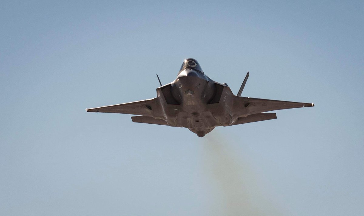 Flying into a new week with the F-35...  #AirPower<br>http://pic.twitter.com/Bu8DvJDJq9
