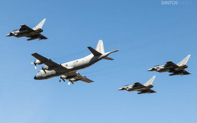 @TheGoOse Hoy es el dia de la patrona del Ejército del Aire. Los 4 aviones que has visto participaban en el acto en el acuartelamiento de Tablada y pertenecen al Ala 11 de Morón. Foto