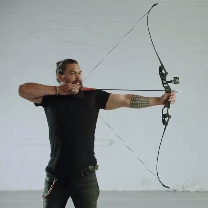 Bullseye. Stream #Arrow on The CW App and see #Aquaman in theaters December 21. https://t.co/78etKAreiL https://t.co/hT84jzc7aY