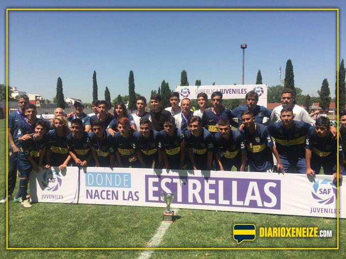 Superliga Juvenil: ¡Novena campeona! El equipo del Topo Luquez se coronó con el título luego de un año en el que demostró una enorme solidez. Foto