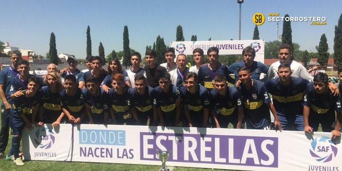 Alegría para la cantera de #Boca: los chicos de novena gritaron campeón en la Superliga Juvenil 2018. #VamosLosPibes 🔹🔸 (📸@SABADOGOL) 👉 Foto