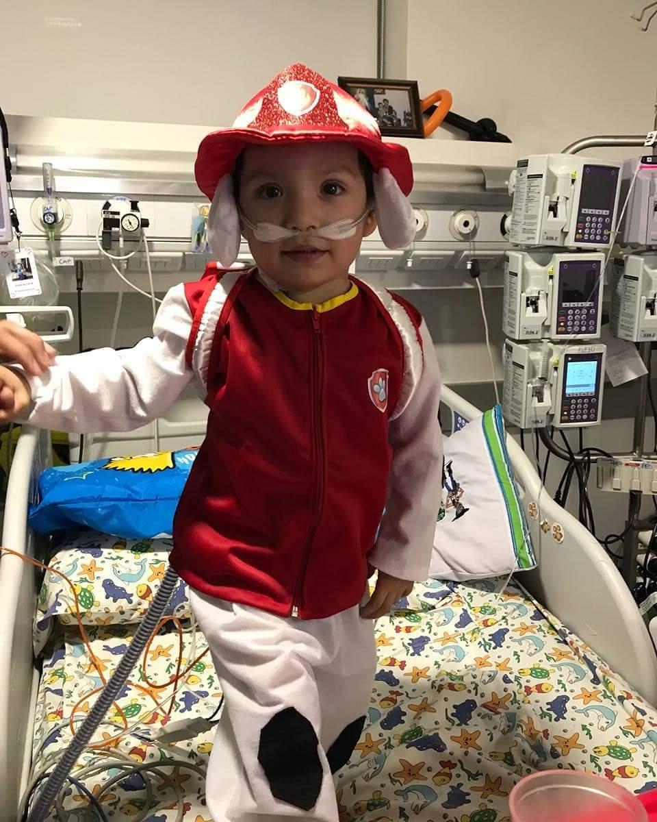 RT @alegriagonzaa Ivan Alcaya (3 años) está hospitalizado en Santiago y espera por un trasplante de corazón. Le gusta los bomberos, sera posible una visita de claxon @Novenacbs @cbsantiago? @Bomba_Decima