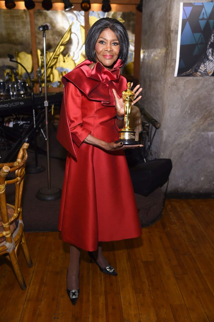 Cicely Tyson and her honorary Oscar just brought a smile to our faces. https://t.co/gENbQhgMFy