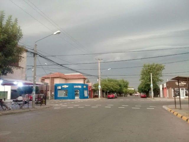 #Clima | #AlertaMeteorológico a muy corto plazo por tormentas fuertes con lluvias intensas afecta a varios departamentos pampeanos