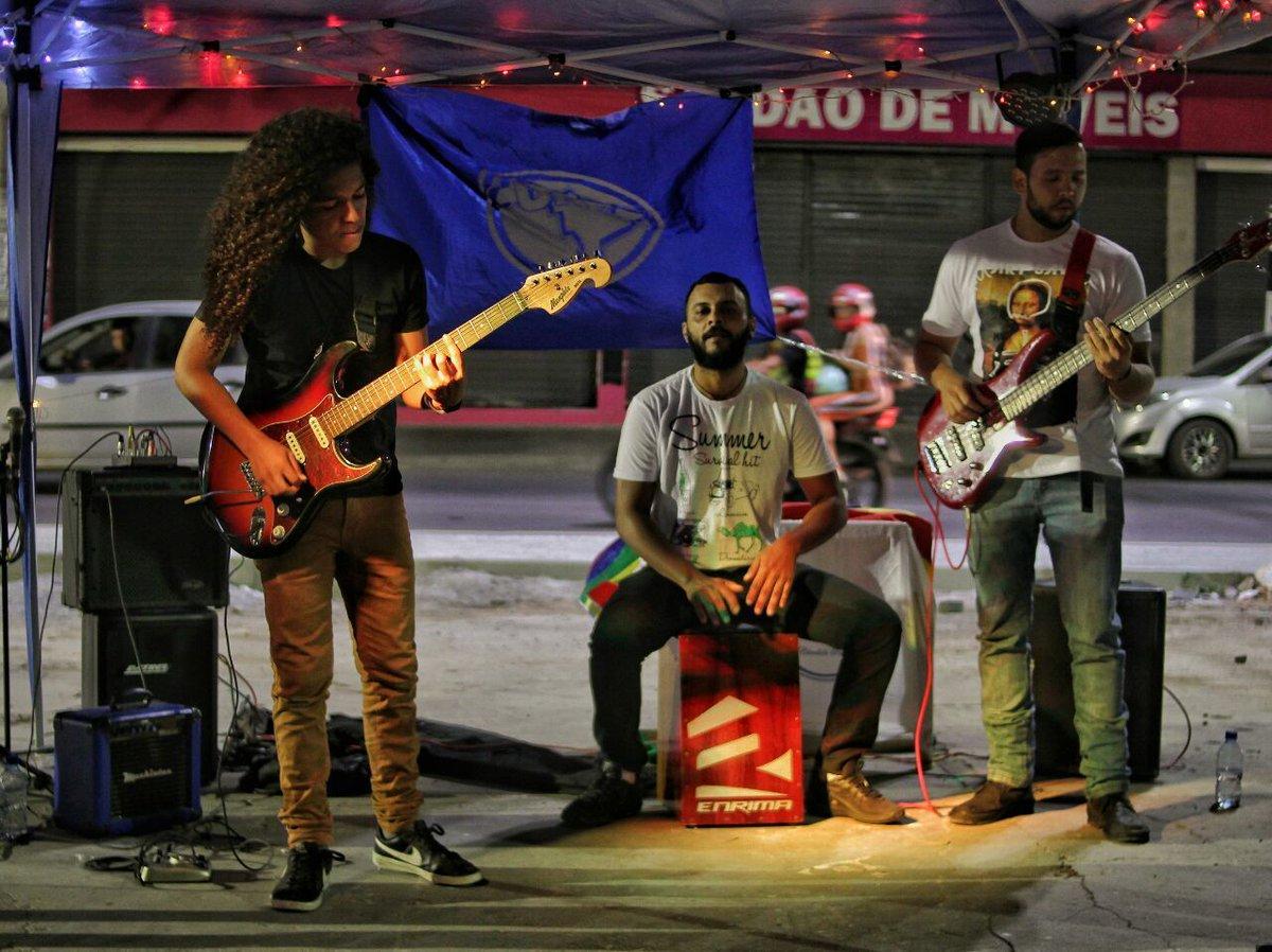 Aconteceu no domingo (9), em parceria com o Raiz Hip Hop, a Pré-Bienal da UNE Caruaru. O evento aconteceu na antiga estação ferroviária da cidade e contou com a participação de dezenas de jovens. Fotos: Pedro Caldas - Cuca da Une