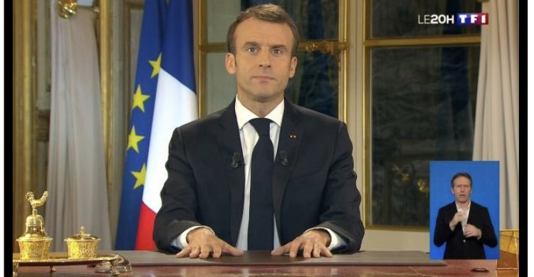 #macron20h You should have moved that golden inkwell set which you probably never use and costs more than what an average French citizen makes in a year. Reading of a teleprompter, a speech you did not write, without emotions and feelings. #DEMISSION<br>http://pic.twitter.com/Y3hewhOReS
