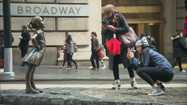 'Fearless Girl' has officially arrived at the New York Stock Exchange cnn.it/2EoEAcE