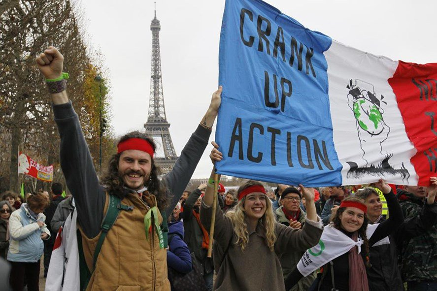 Macron raising minimum wage following weeks of protests https://t.co/i5EEz6IIwF