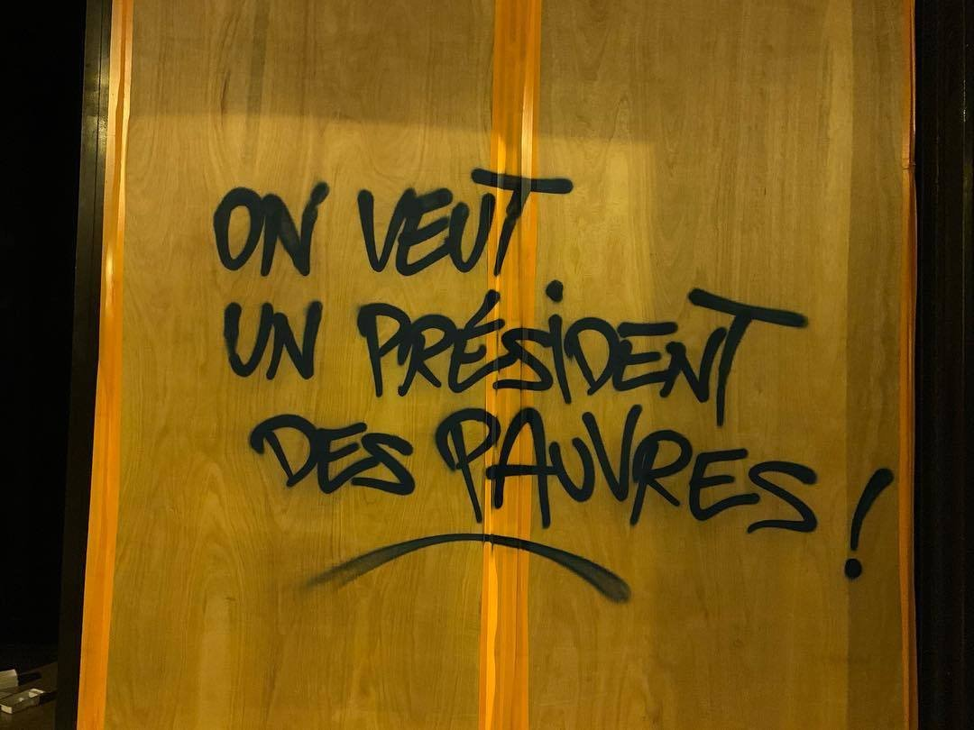 """""""Rends l'ISF !"""" #macron20h <br>http://pic.twitter.com/r8bwUNxGO3"""