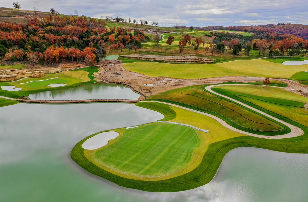 Fall at the @TigerWoods and @tgrdesignbytw Payne's Valley Course at Big Cedar Golf. #FallGolf #tigerwoods