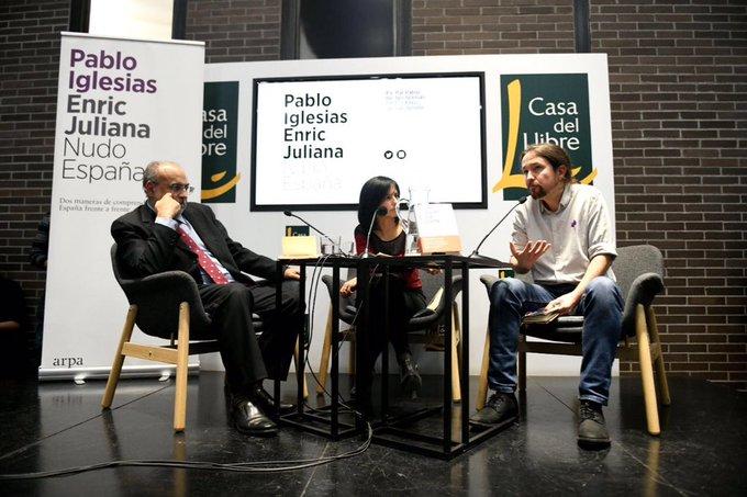 Violentos encapuchados de extrema derecha han intentado impedir la presentación de nuestro libro en Barcelona. Frente a la intolerancia seguiremos escribiendo, pensando y dialogando. Viva la democracia Photo