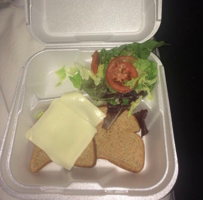 Are you sure these people are rich? Cause last I heard Ja Rule and and Billy McFarland made these idiots pay $12k for this sandwich  #FryeFestival<br>http://pic.twitter.com/V6O1SFvOxW