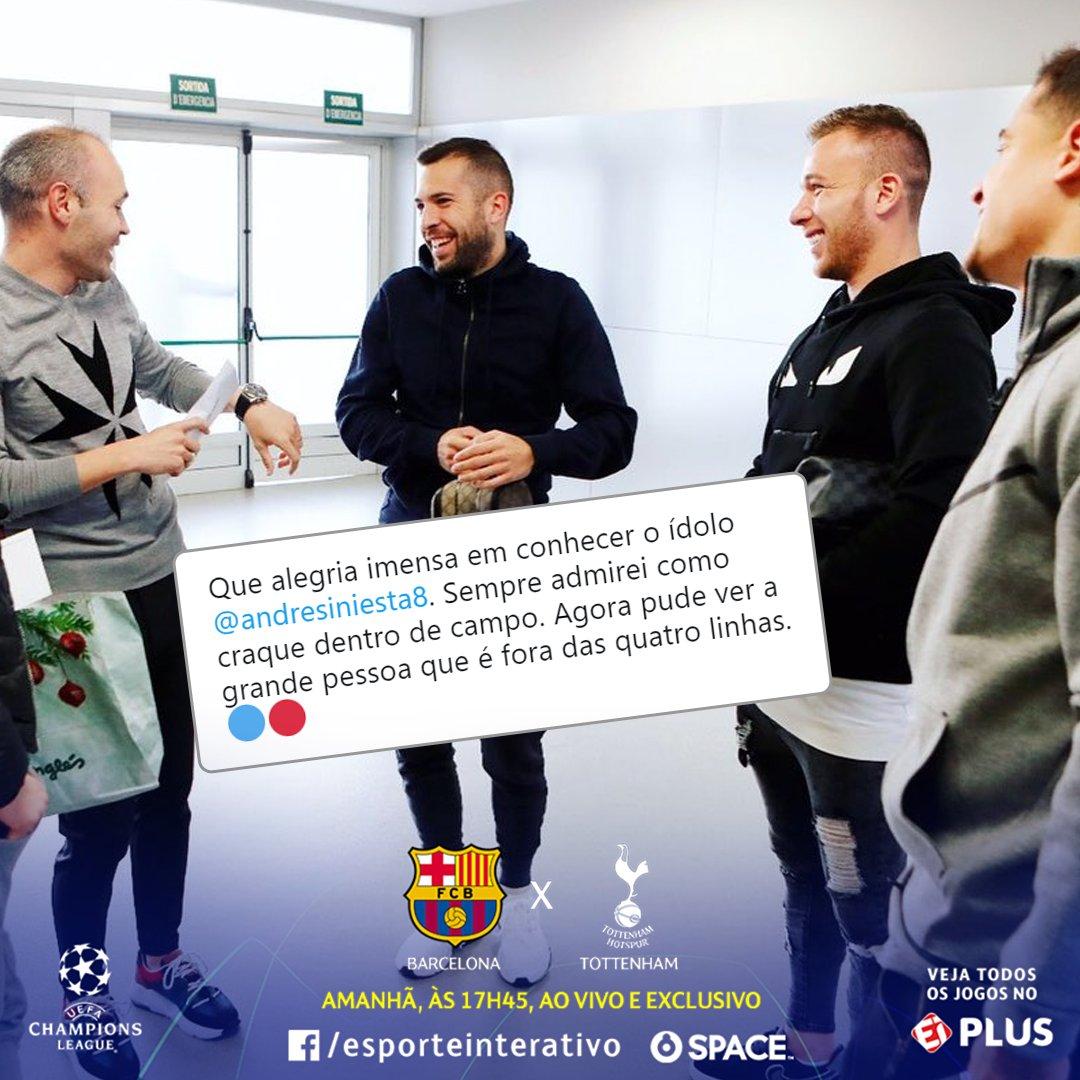 O sorriso e o olhar encantados de quando você encontra seu ídolo! #CasaDaChampions  . Arthur entra em campo pelo Barcelona contra o Tottenham e você assiste amanhã na tela do Facebook do Esporte Interativo e no Esporte Interativo Plus! #ChampionsLeagueNoEIPlus #ChampionsNoSpace