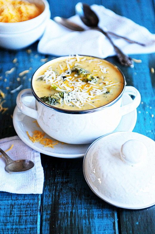 You're craving an amazing soup recipe aren't you? Well good, because I've got one for you! You'll love this Broccoli Cheese Soup with homemade Cottage Cheese Rolls  https://t.co/1ltDN8yasS