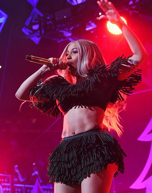 #CardiB sizzles at the Jingle Ball in New York City!🔥🔥😍 https://t.co/PqWHHco9Rf