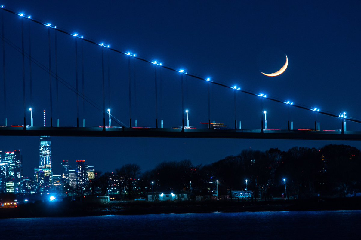 Moon rising over the Whitestone Bridge, as seen from the Bronx #CityOfDreams #theBronx