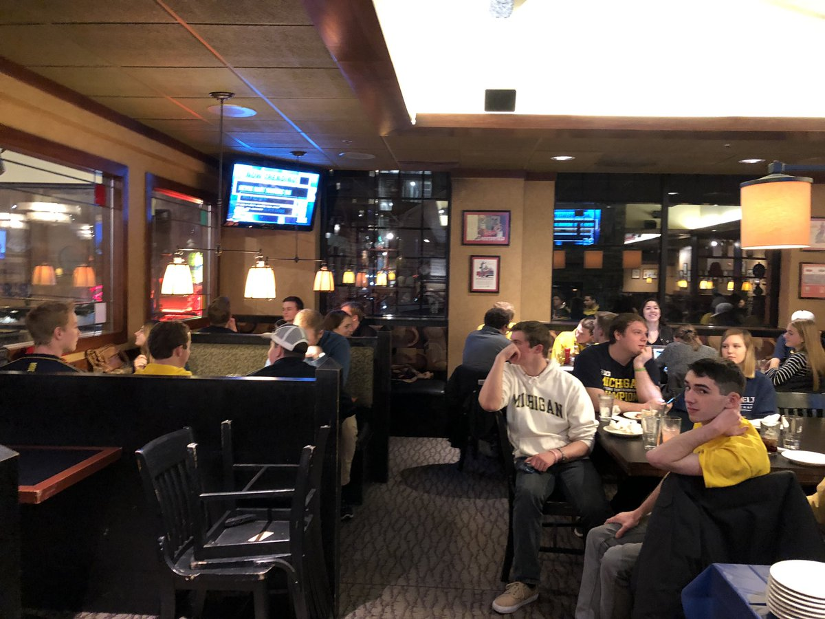 Maize Rage coming out to Pizza House to listen to @JohnBeilein on the Michigan Basketball Radio Show!  #GoBlue <br>http://pic.twitter.com/r3lTHKDX7a &ndash; à Pizza House