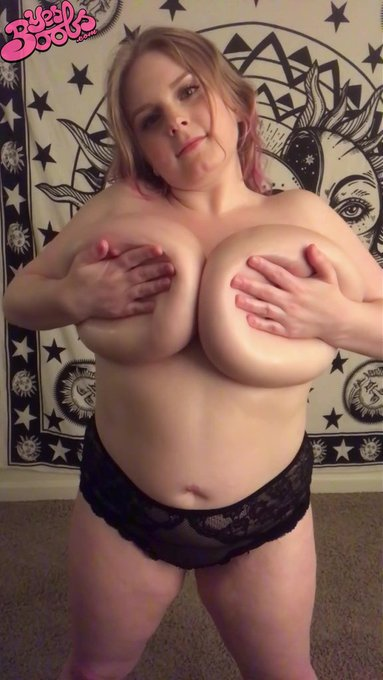 https://t.co/KPW8rPQrhJ !  #bigtits #hugeboobs #bignaturals #handbra https://t.co/YyPNTbl5uD