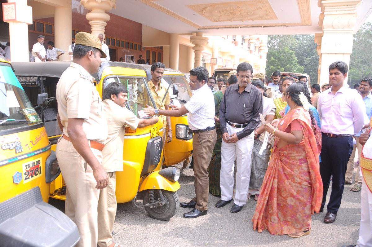 In an effort to spread mass scale awareness about #OneStopCentre and #WomenHelpline181, the officials in Tiruvannamalai, #TamilNadu undertook a promotional drive and pasted stickers & posters on Autos.   Indeed, a pertinent step towards #WomenSafety.