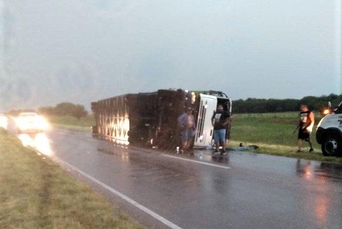 #Región | El viento volcó un camión en la ruta 35