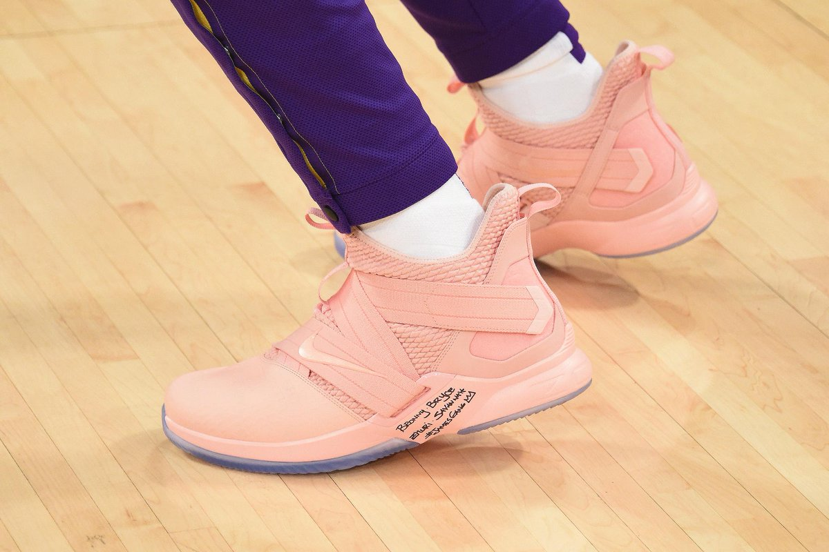 Did @KingJames switch shoes mid-game to the Miami Vice colors to give to @DwyaneWade? 🤔 (via @Lakers)