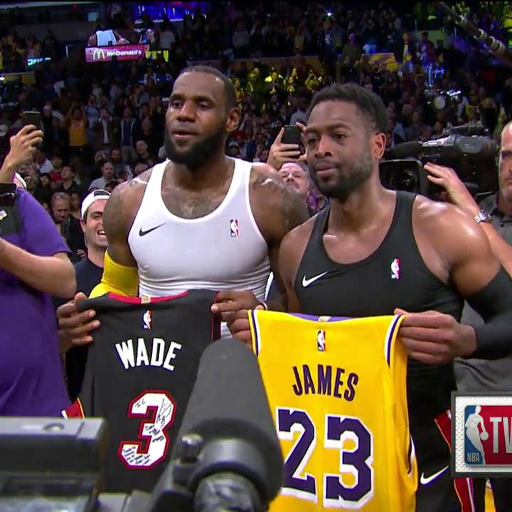 LeBron and D-Wade swap jerseys after the buzzer in L.A. ✊  #OneLastDance | #PlayersOnly https://t.co/WPHQTOiBne