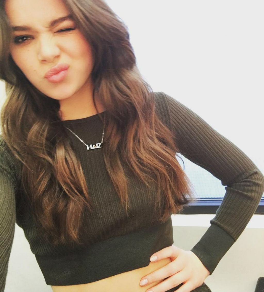 Happy Birthday to this cutie, Hailee Steinfeld!
