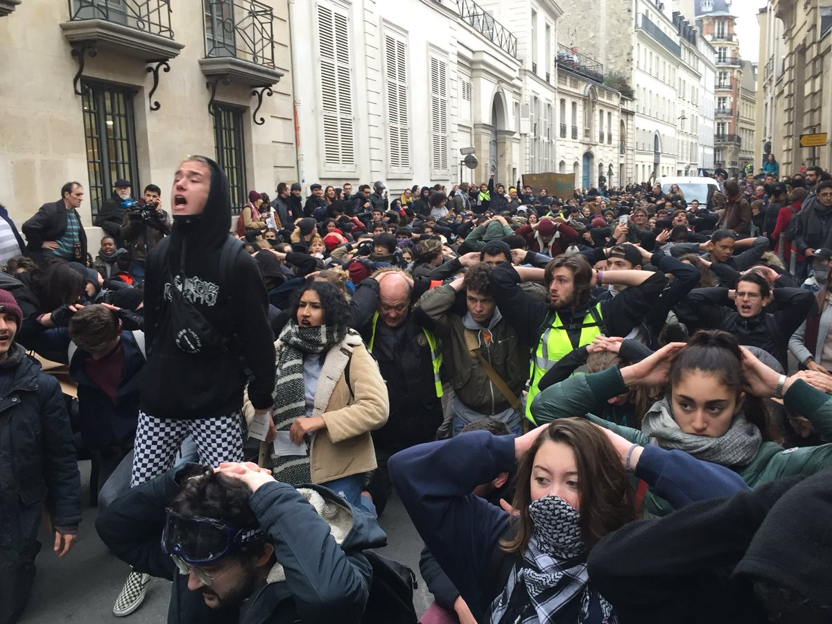 The students response is pretty powerful #GiletsJaunes #paris #MacronDemission #Macron20H <br>http://pic.twitter.com/l4zUNzx53j