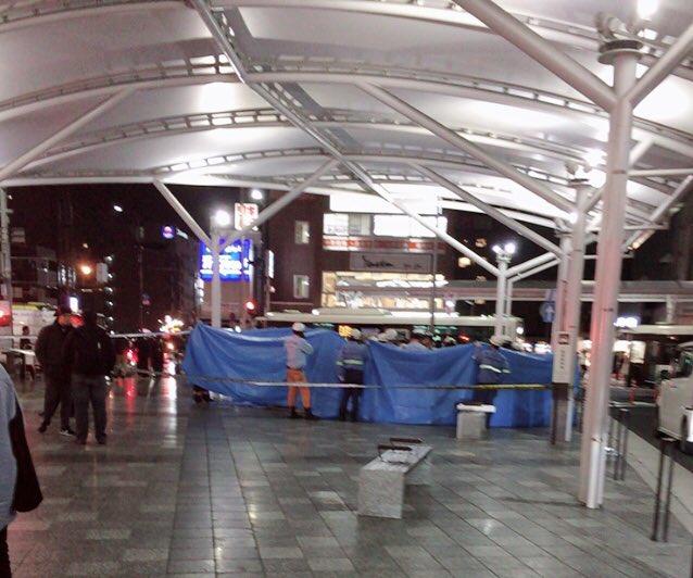 奈良駅前の交通事故でケガ人の救護活動している現場の画像
