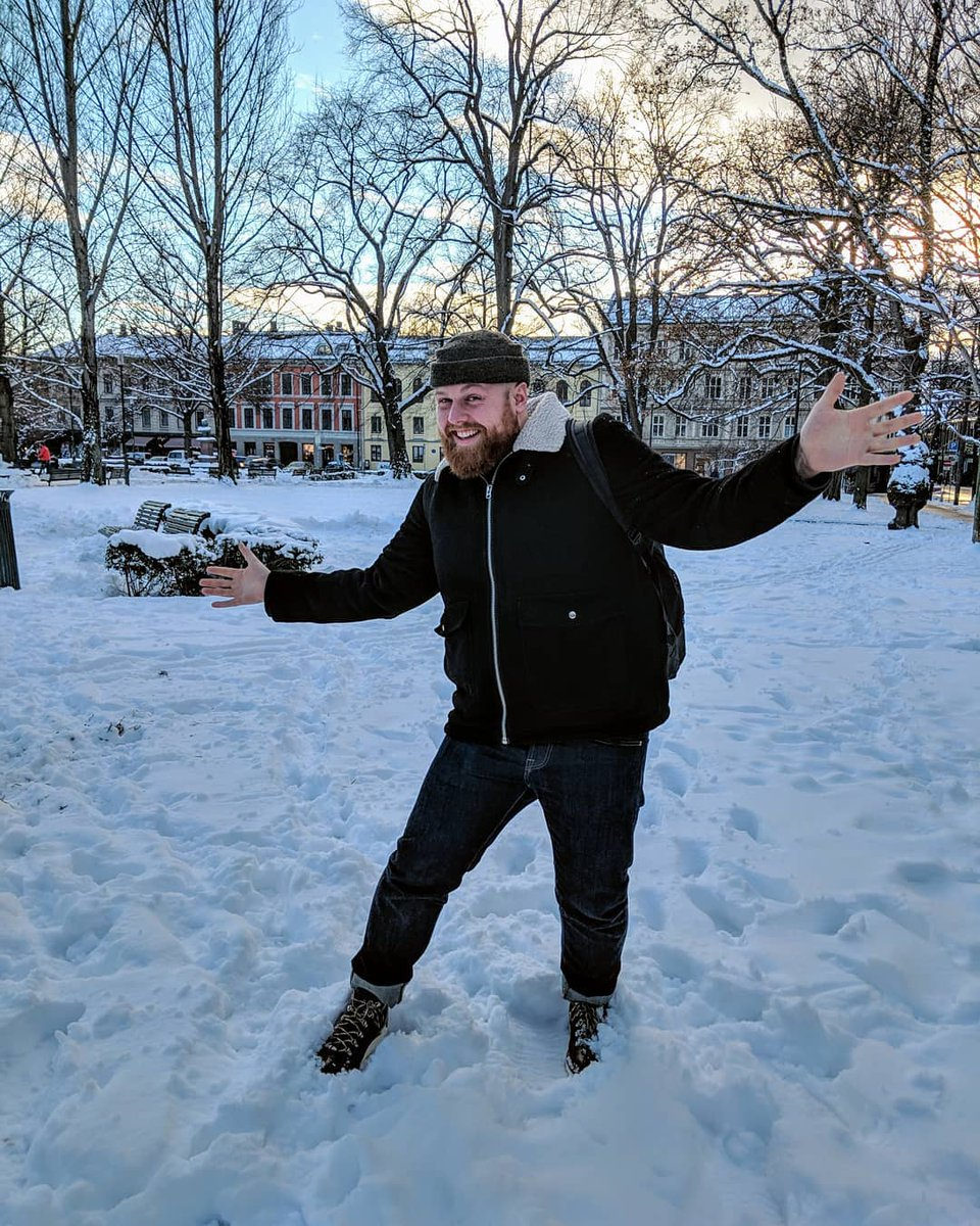 Christmas jazz hands with @IamTomWalker ☃