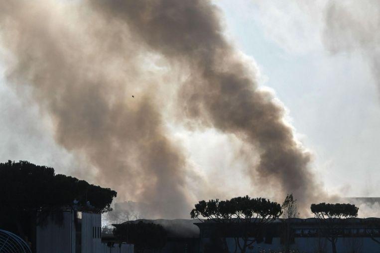 Blaze at #Rome rubbish dump throws acrid black smoke over city https://t.co/ZWehxJGMYX