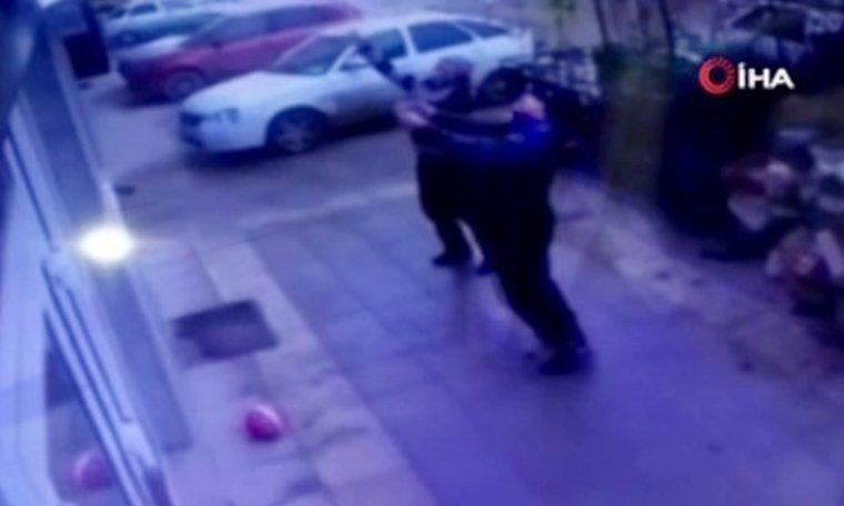 5. kattan düşen çocuğu taksiciler kurtardı - VİDEO cumhuriyet.com.tr/video/video/11…