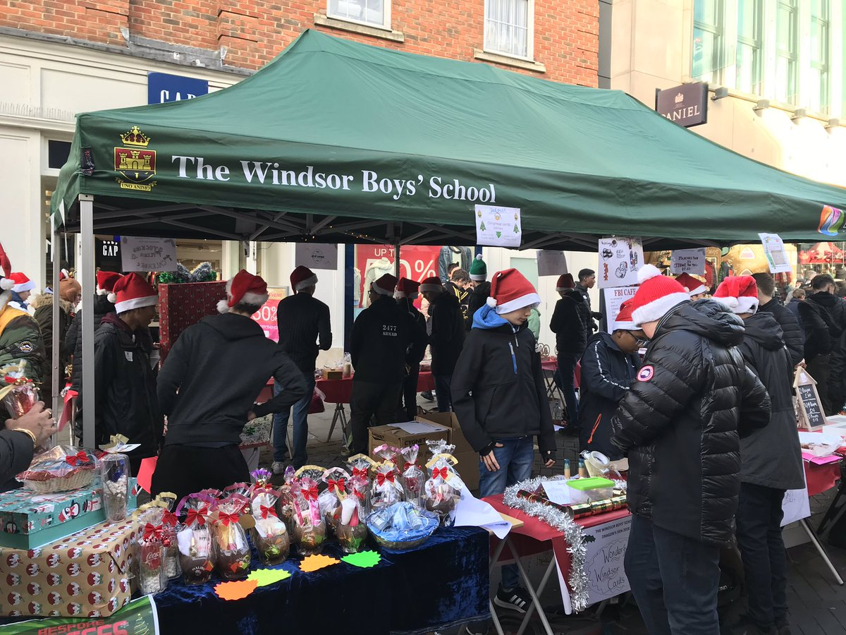 test Twitter Media - RT @friendsoftwbs: Such a festive shopping experience in @visitwindsor with @TWBS #DragonsDen #UnoAnimo https://t.co/5iZGjTVtqL