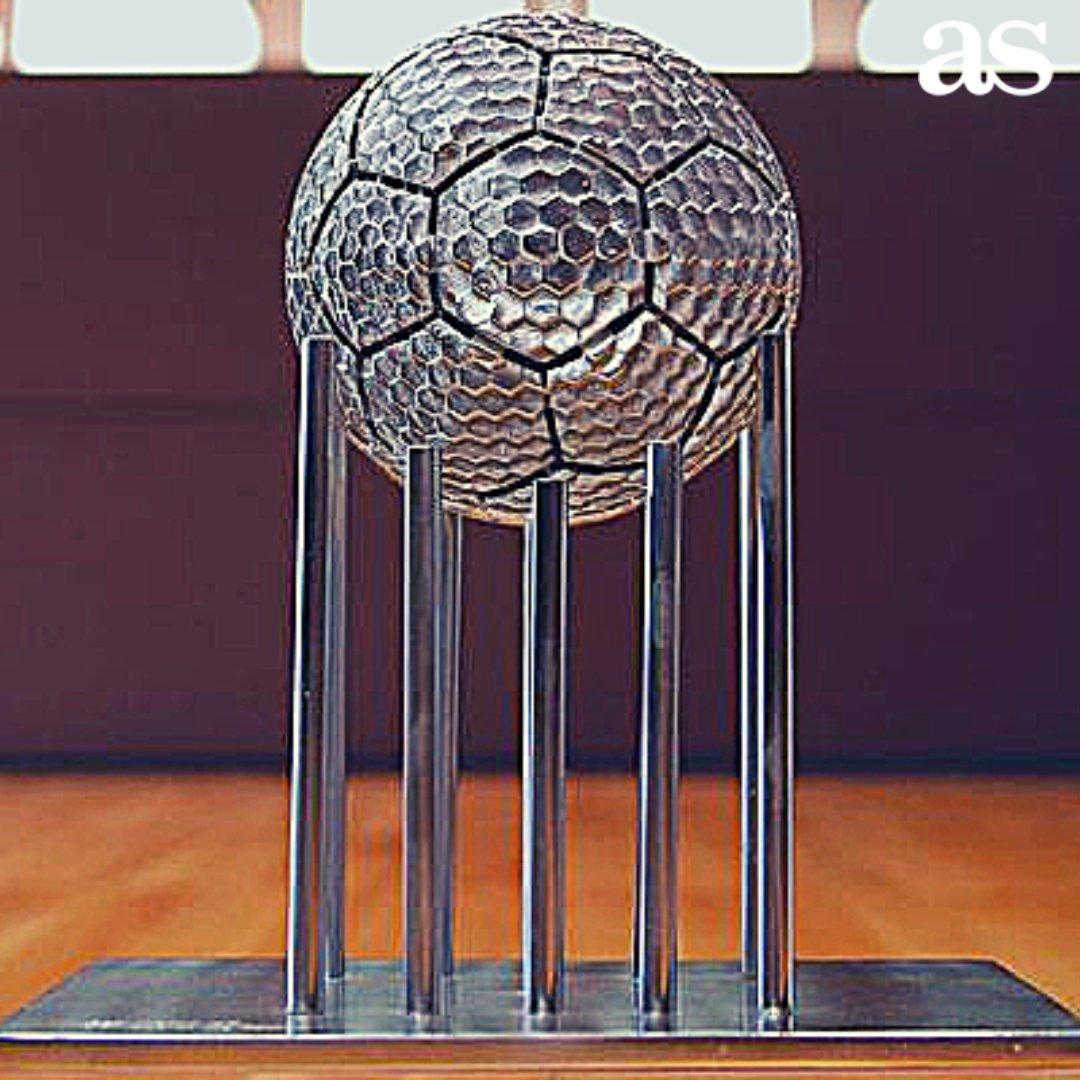 🏆 Tal día como hoy hace 18 años el Madrid recibía el trofeo a MEJOR CLUB DEL SIGLO XX 🌎