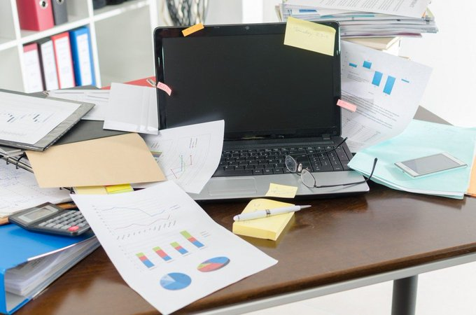 A cluttered, disorganised desk can cause stress and reduce productivity but #CleanOffYourDeskDay is the perfect opportunity to have a tidy up! Photo